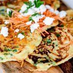 Hartige wortel-spinazie pannenkoekjes